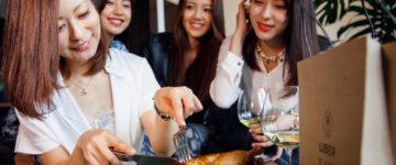 女子会、家でご飯食べるなら今流行りのUber Eatsがおすすめ!